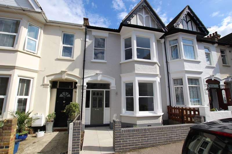 3 Bedrooms Terraced House for sale in Brightwell Avenue, Westcliff-On-Sea