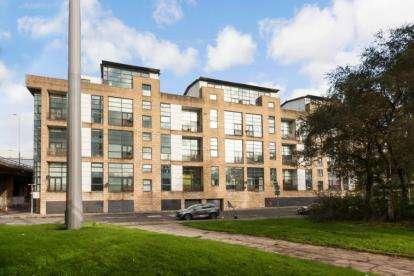 3 Bedrooms Flat for sale in Carnoustie Street, Glasgow