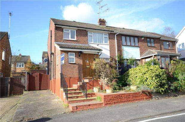 3 Bedrooms Semi Detached House for sale in York Way, Sandhurst, Berkshire