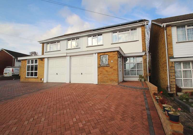 4 Bedrooms Semi Detached House for sale in Hanover Gardens, Fareham
