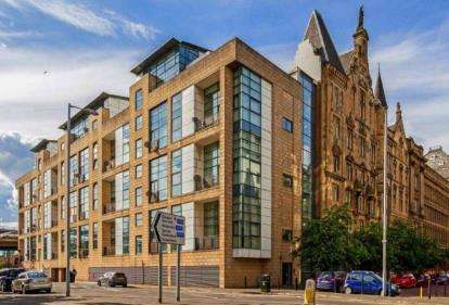 3 Bedrooms Flat for sale in Carnoustie St, Glasgow