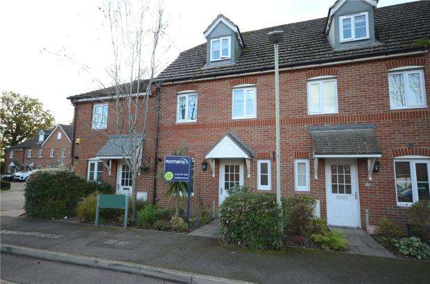 3 Bedrooms Terraced House for sale in Poperinghe Way, Arborfield, Reading
