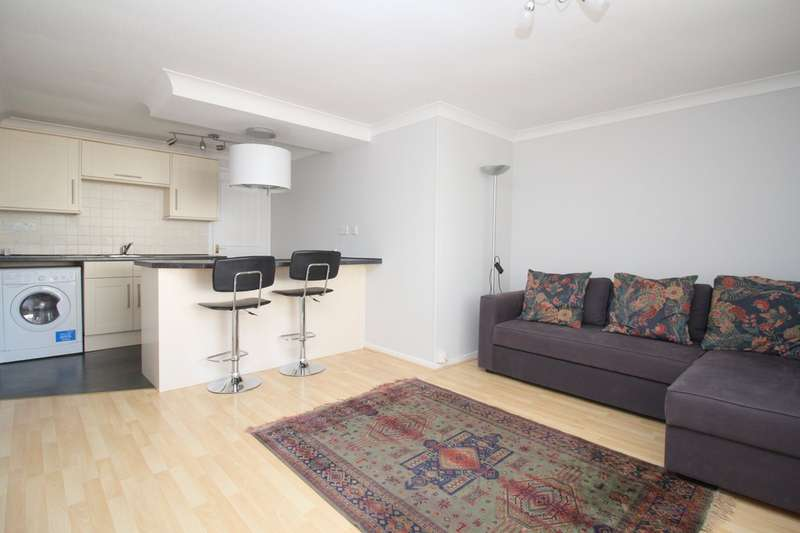 2 Bedrooms Flat for sale in Russett Court, Crawley Road