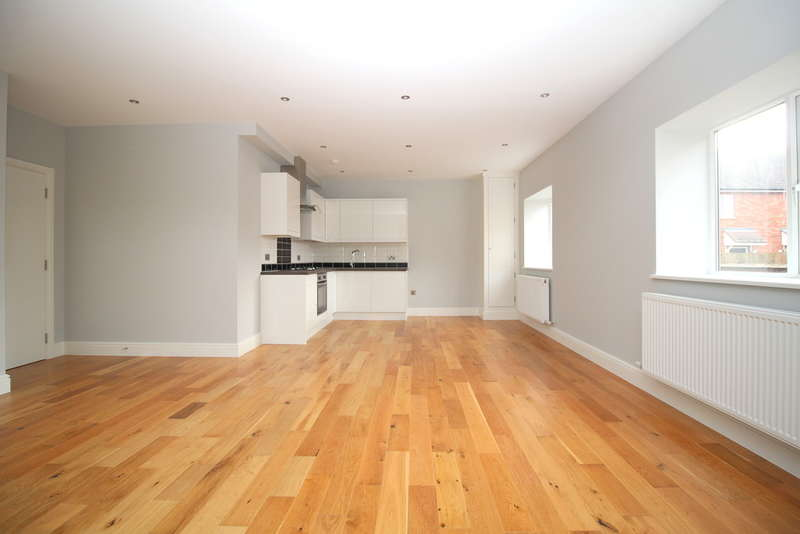 3 Bedrooms Flat for sale in Brighton Road, Horsham