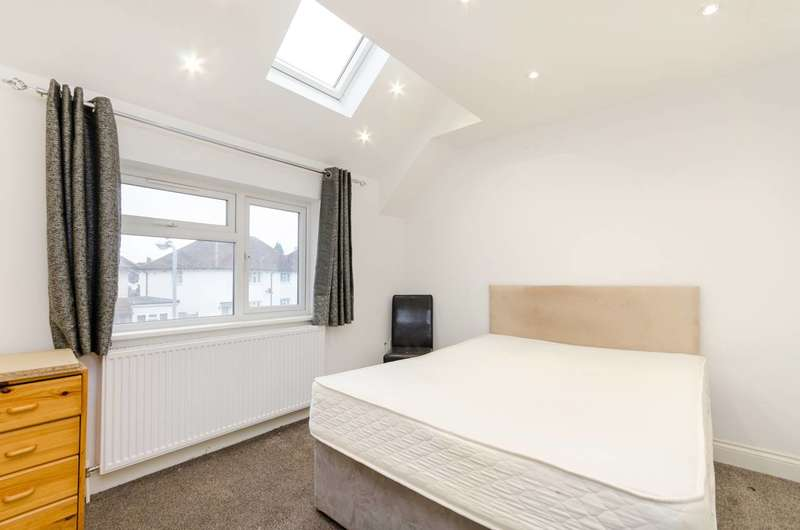 4 Bedrooms Terraced House for sale in Norbiton Common Road, Kingston, KT1