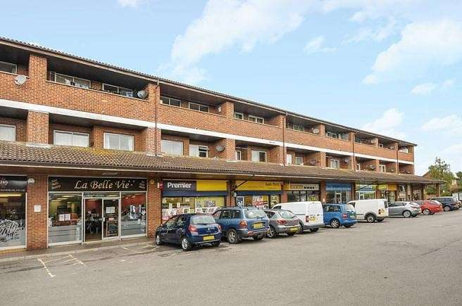 2 Bedrooms Flat for sale in Savile Way, Grove, Wantage, OX12