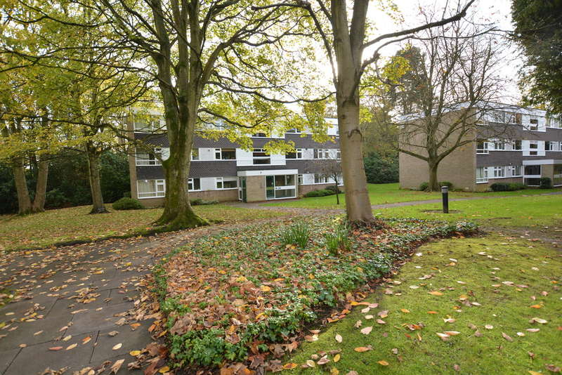 2 Bedrooms Flat for sale in Whetstone Close, Farquhar Road