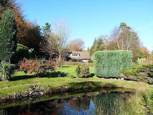 4 Bedrooms Detached House for sale in Blackboys Road, Cross in Hand, Heathfield, East Sussex, TN21 0TA