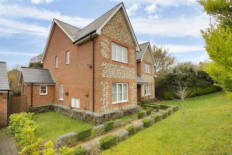 5 Bedrooms Detached House for sale in Hillside, Whitchurch