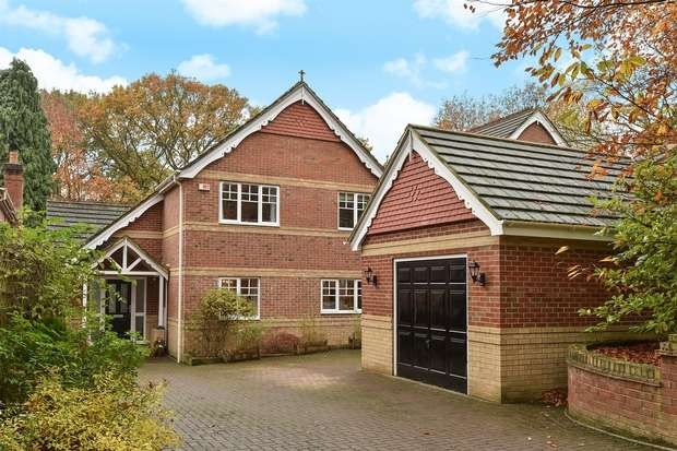 4 Bedrooms Detached House for sale in Edgbarrow Rise, SANDHURST, Berkshire
