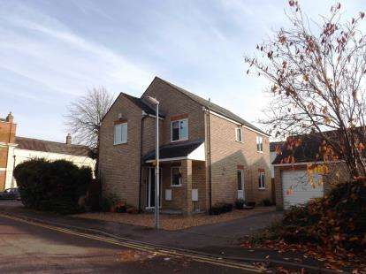 3 Bedrooms Detached House for sale in The Close, Shortmead Street, Biggleswade, Bedfordshire