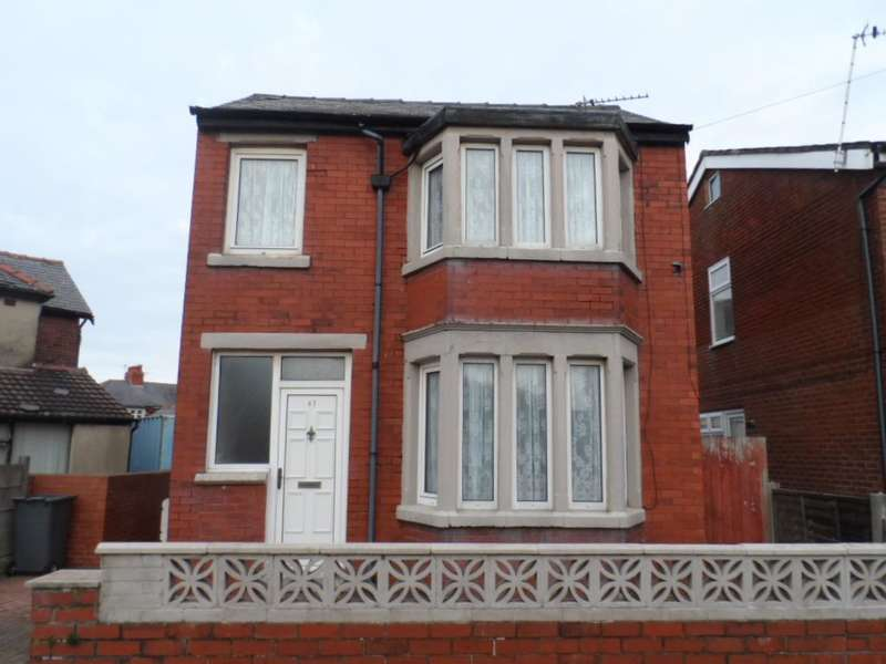 3 Bedrooms Detached House for sale in Harcourt Road, Blackpool, FY4 3HP