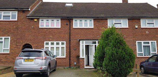 4 Bedrooms Terraced House for sale in Aylsham Lane, Romford RM3