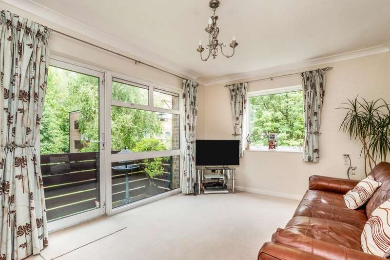 2 Bedrooms Flat for sale in Oakcroft Court, Fern Drive, Hemel Hempstead, HP3