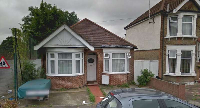 3 Bedrooms Bungalow for sale in Mitcham Road, Seven Kings, IG3