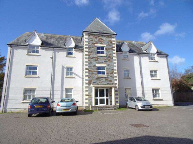 2 Bedrooms Flat for sale in Lyndon Court, Pillmere, Saltash, Cornwall