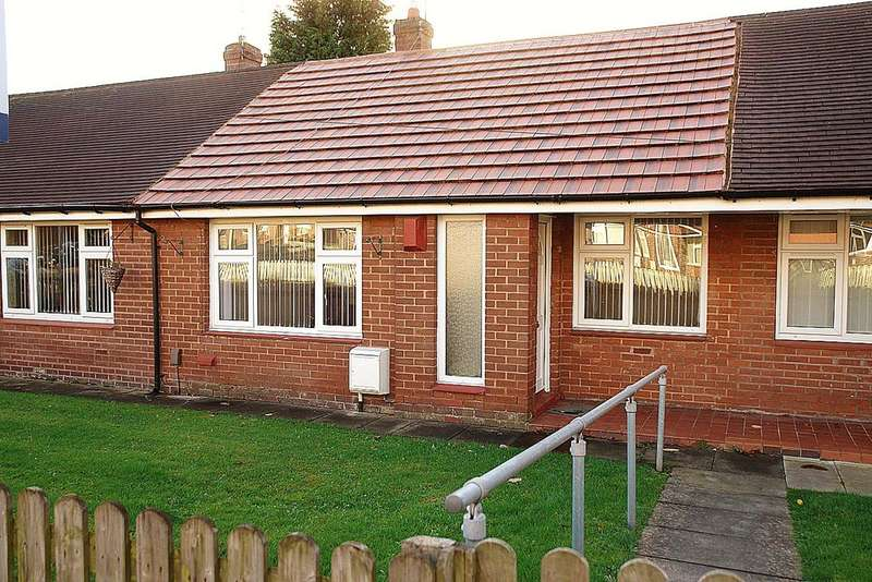 1 Bedroom Terraced Bungalow for sale in Larch Grove, Chadderton, Oldham