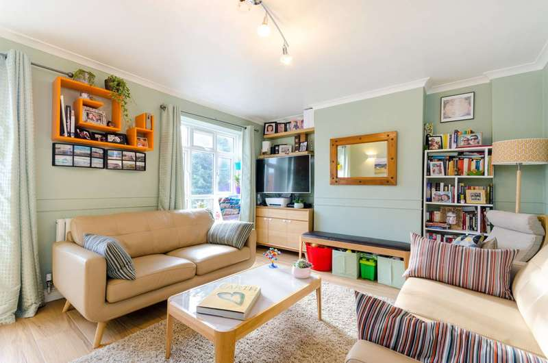 3 Bedrooms Flat for sale in Frensham Drive, Putney, SW15