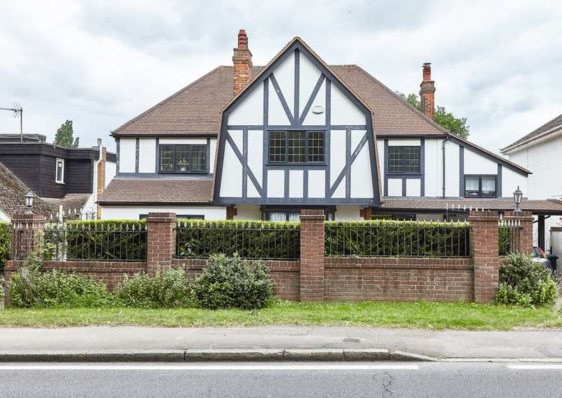 5 Bedrooms Detached House for sale in Cockfosters Road, London, London, EN4