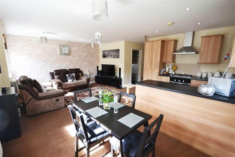 2 Bedrooms Apartment Flat for sale in Hampton Court, Basildon Road, Basildon