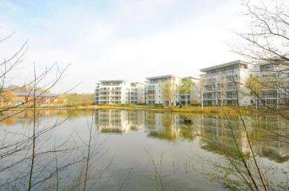 2 Bedrooms Flat for sale in Creswell Drive, Beckenham