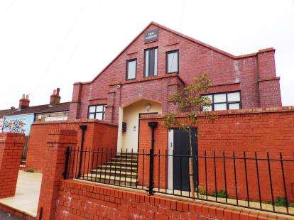 2 Bedrooms Flat for sale in Zion Heights, Bishopsworth Road, Bristol