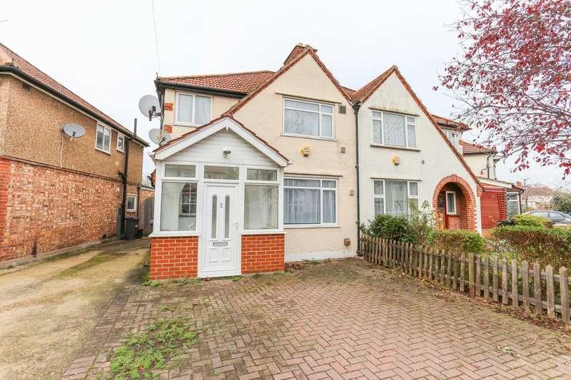 3 Bedrooms Semi Detached House for rent in Dorset Way, Heston, TW5