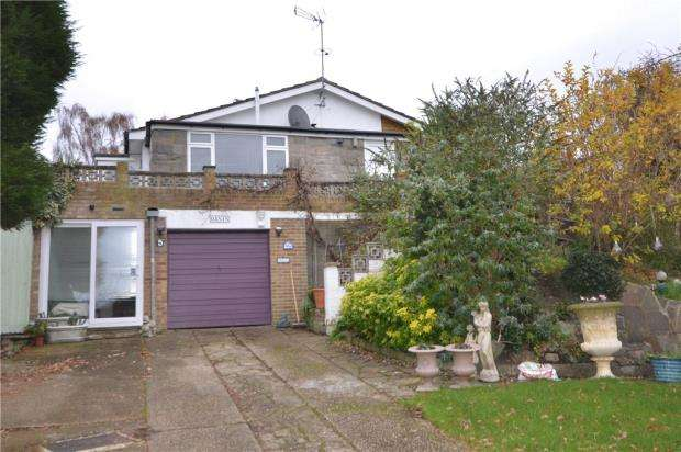 4 Bedrooms Detached House for sale in Yew Tree Walk, Frimley, Camberley