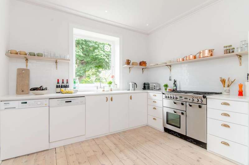 2 Bedrooms Flat for rent in Crediton Hill, West Hampstead, NW6