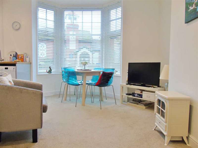 2 Bedrooms Apartment Flat for sale in Brooklands, Filey