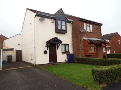 2 Bedrooms Semi Detached House for sale in Fernleigh, Leyland, Lancashire, PR26