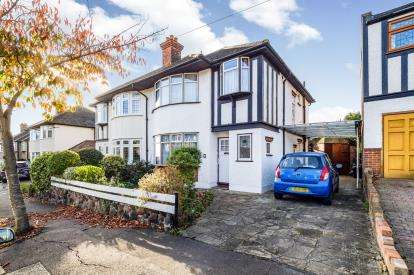 3 Bedrooms Semi Detached House for sale in Woodford Green