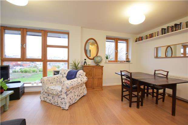 2 Bedrooms Flat for sale in The Quadrant, Barleyfields, BRISTOL, BS2 0NA