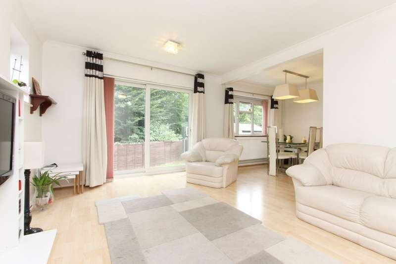 3 Bedrooms Detached House for sale in Gladsdale Drive, Pinner