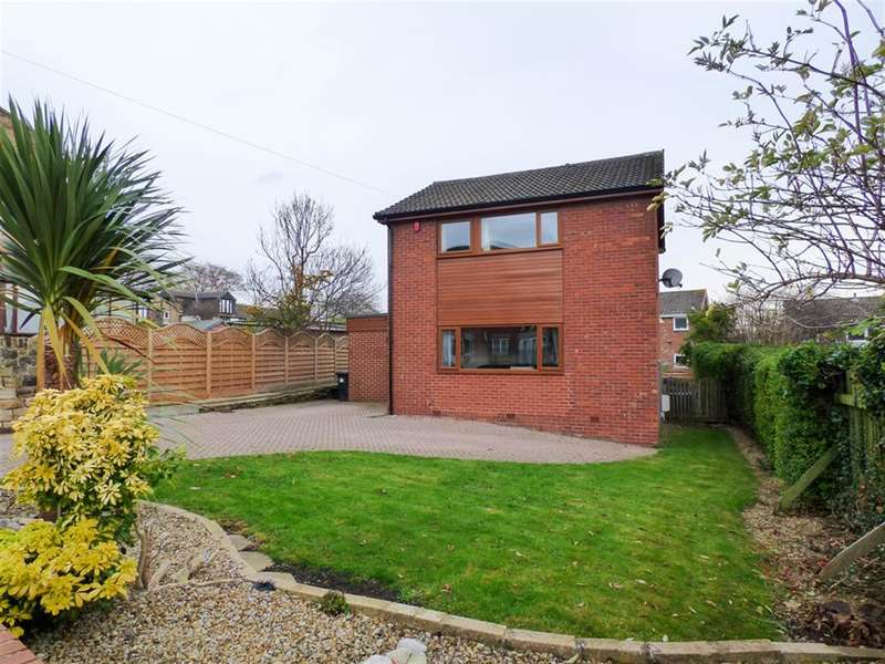 4 Bedrooms Detached House for sale in Water Royd Lane, Mirfield, WF14 9SF