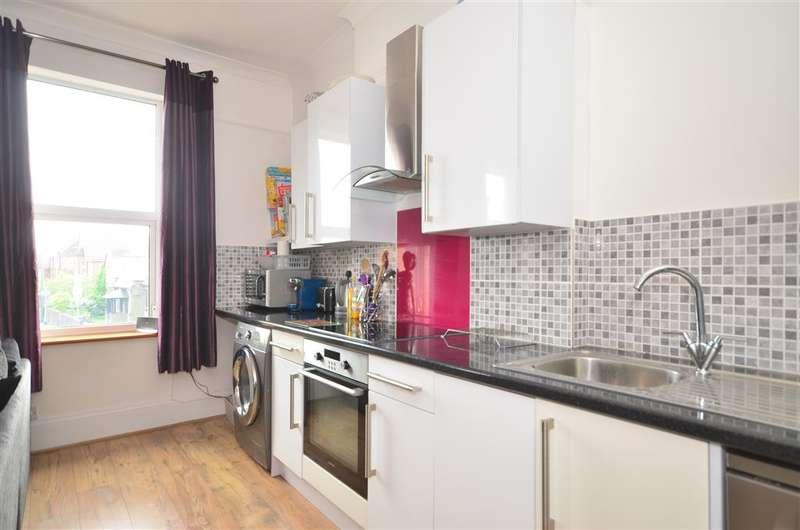 2 Bedrooms Maisonette Flat for sale in London Road, East Grinstead, West Sussex