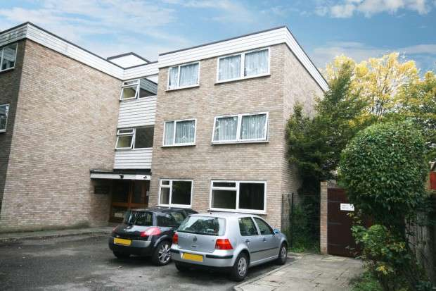 3 Bedrooms Flat for rent in Greenway Court 1 Valentines Road, Ilford, IG1