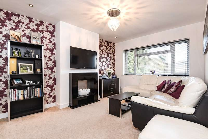 2 Bedrooms Maisonette Flat for sale in Meadway Gardens, Ruislip, Middlesex, HA4