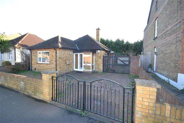 2 Bedrooms Bungalow for sale in Colonial Road, Bedfont