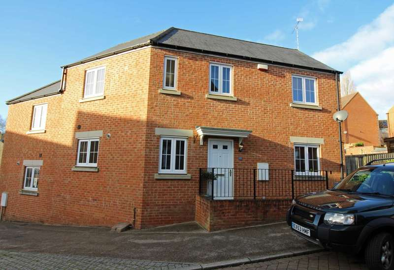 3 Bedrooms Semi Detached House for sale in Knights Maltings, Frome