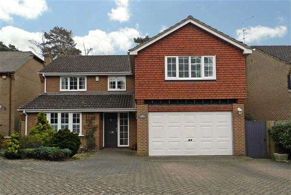 5 Bedrooms Detached House for sale in Kingsley Close, Crowthorne, RG45