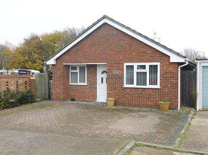2 Bedrooms Bungalow for sale in Canvey Island, Essex, .