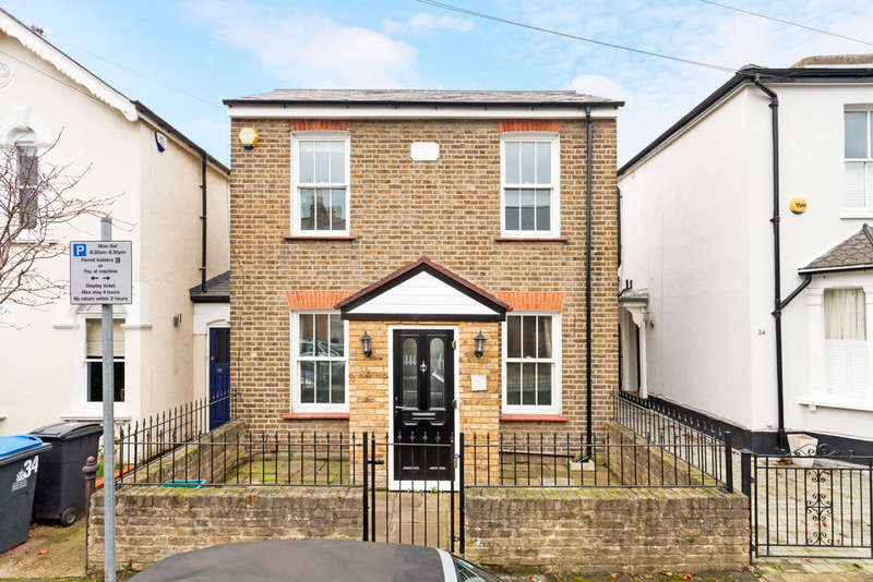 3 Bedrooms Detached House for sale in Bearfield Road, Kingston Upon Thames, KT2