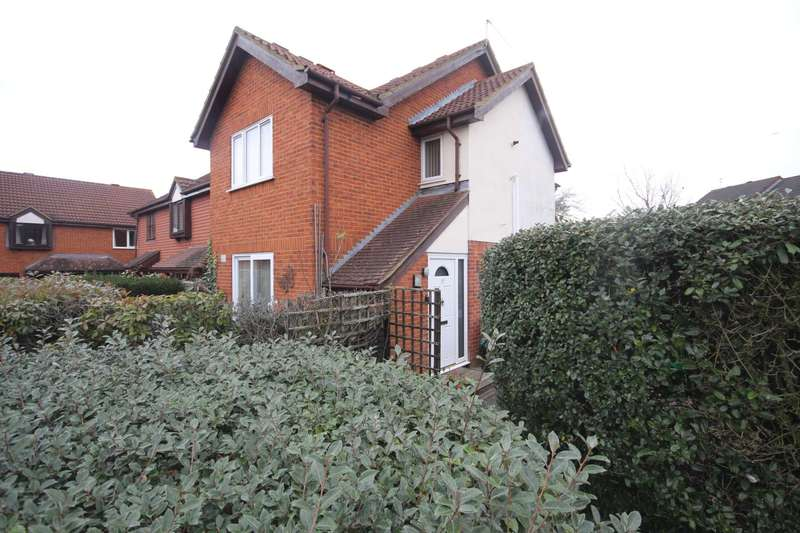 1 Bedroom End Of Terrace House for sale in Staffordshire Croft, Warfield