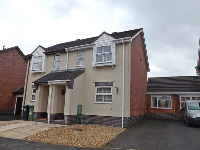 3 Bedrooms Semi Detached House for sale in St. Johns Close, Evesham