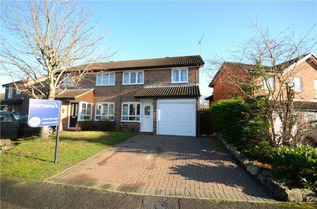3 Bedrooms Semi Detached House for sale in Briars Close, Farnborough, Hampshire