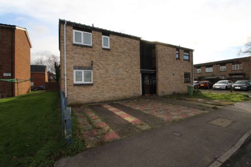 2 Bedrooms Semi Detached House for sale in Whitethorns, Newport Pagnell, Buckinghamshire