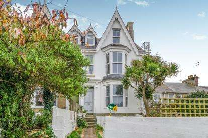 1 Bedroom Flat for sale in Penzance, Cornwall, United Kingdom