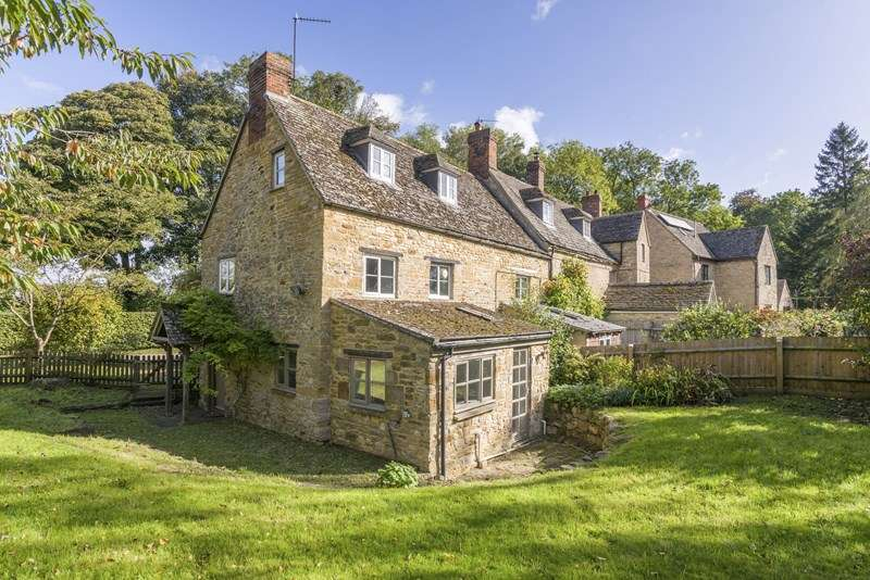2 Bedrooms Cottage House for sale in Somerton Road, North Aston, Bicester