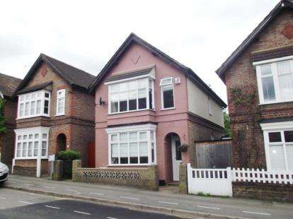 3 Bedrooms Detached House for sale in Bendysh Road, Bushey, Hertfordshire